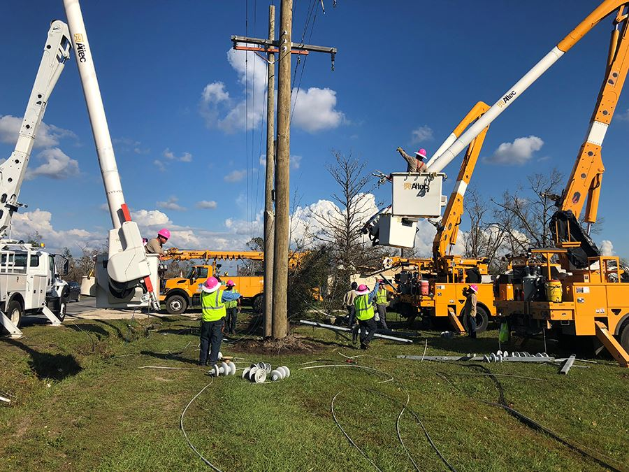 crew-working-on-power-lines